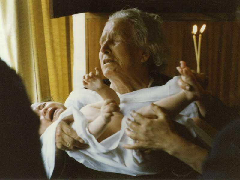 Bébé dans les bras de Vanga